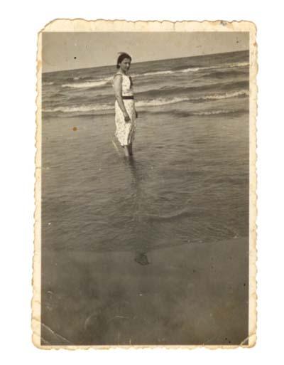 Giannina in Spagna sul mare di Valencia (luglio 1937)