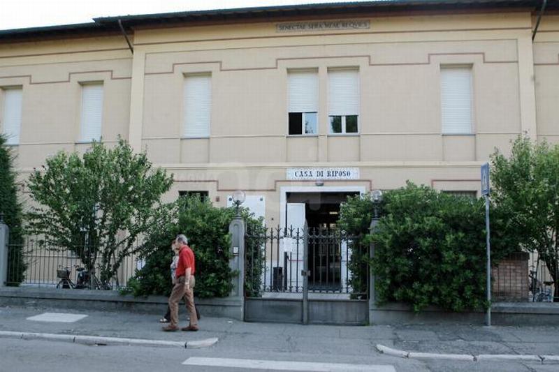 Un solo operatore alla casa di riposo di notte in via Venturini, la denuncia dei sindacati