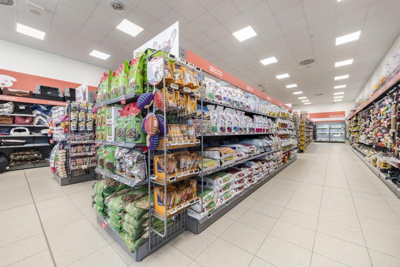 Cefla Shopfitting dà a Conad strutture espositive leggere per i suoi PetStore