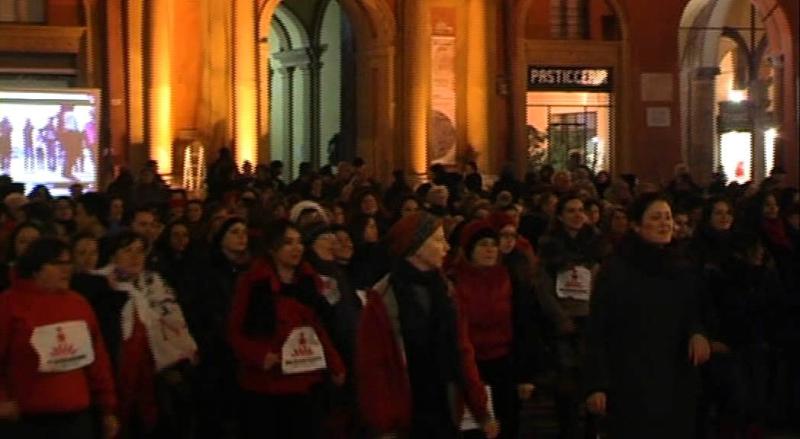 Circa 120 donne in piazza Matteotti a ballare contro la violenza sulle donne