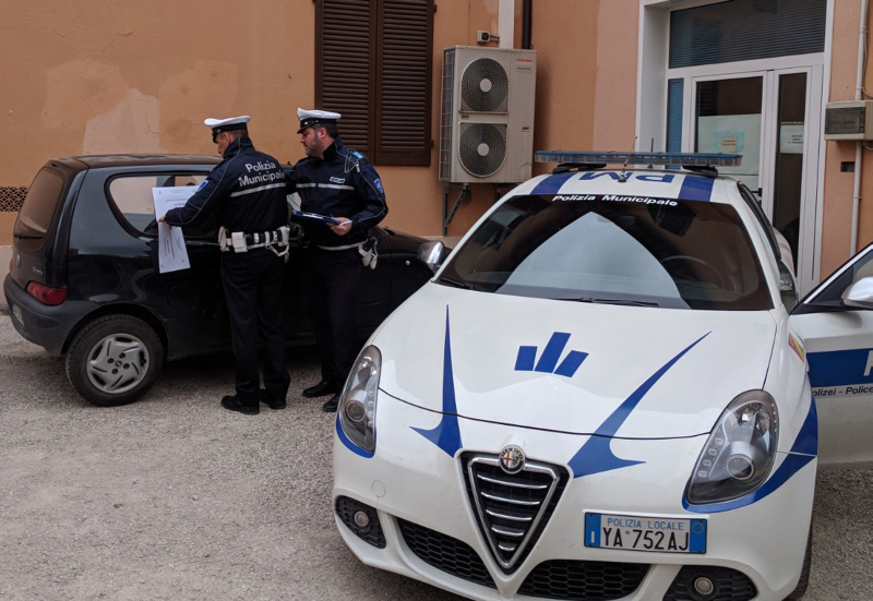 Gira in auto con la patente revocata, oltre tremila euro di multa