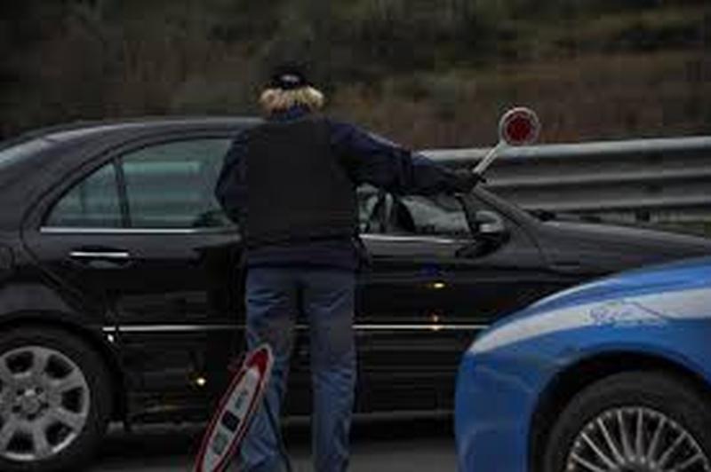 Sbk, sicurezza garantita, un'auto fugge all'alt ma viene fermata e perquisita