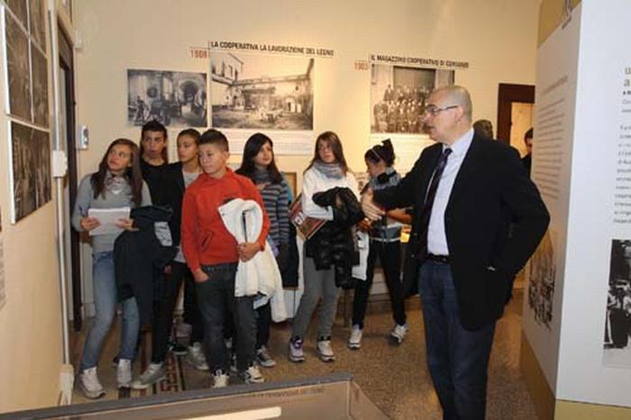Continuano le visite alla mostra sui cent'anni di Legacoop