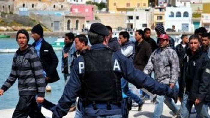 Manovra: la sovrattassa agli immigrati