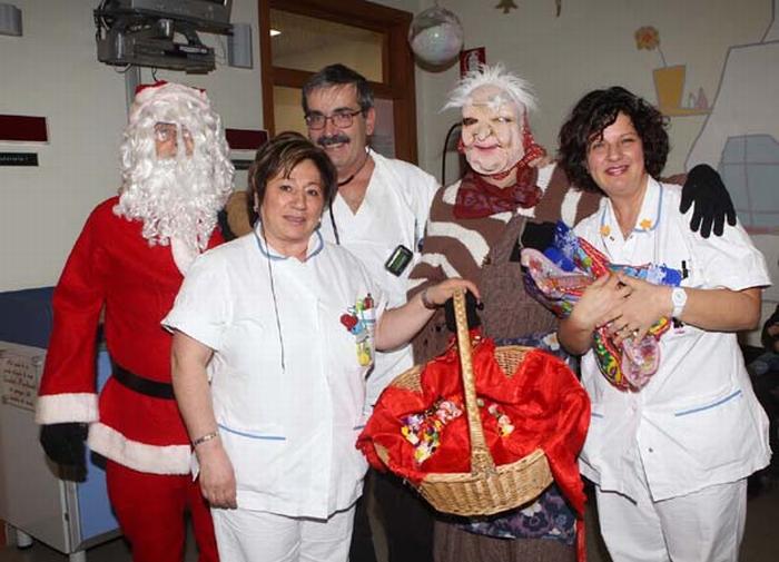 La Befana e Babbo Natale in Pediatria