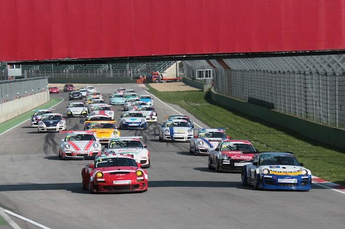 Le Porsche della Targa Tricolore a Imola