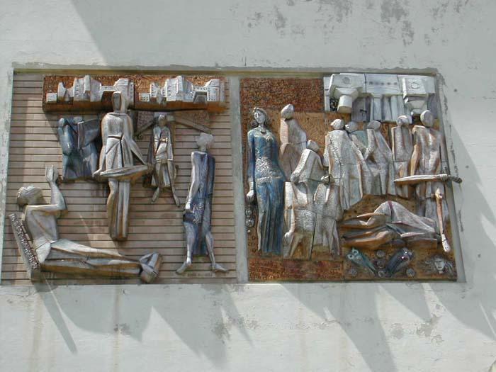 Le sculture di Biancini all'ingresso dell'ospedale