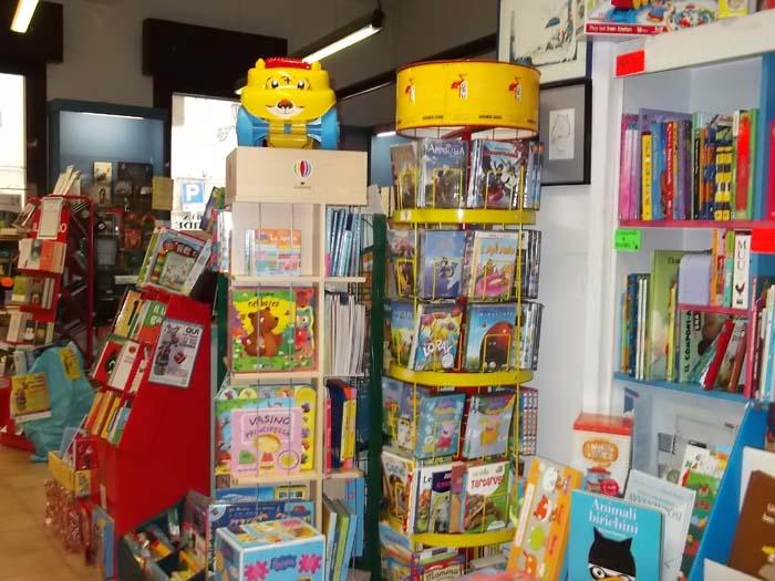 """Libreria """"Atlantide"""", 20 anni di libri contro la crisi"""