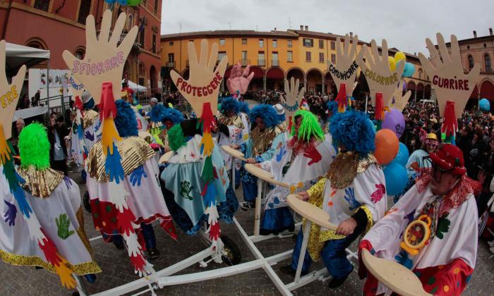 Carnevale, gran folla per i Fantaveicoli