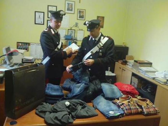 Tenta di rubare abiti per 3500 euro, arrestato