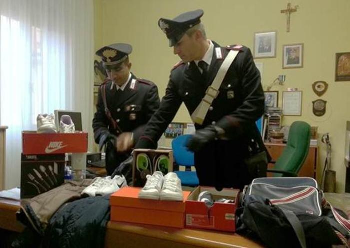 Furto di vestiario per 520 euro, fermati in quattro