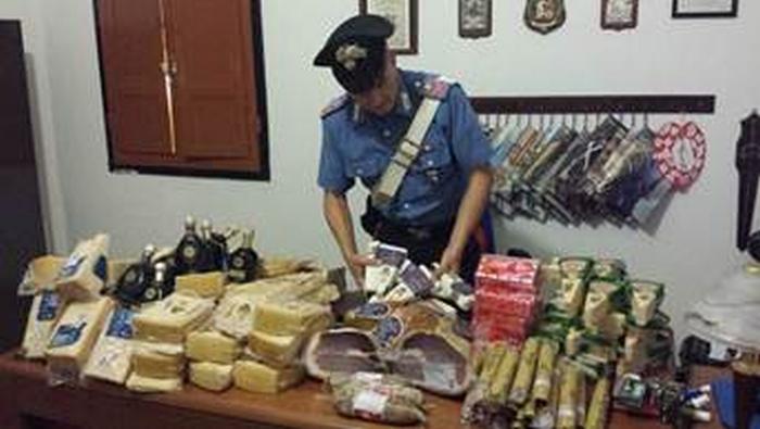 I carabinieri donano a una parrocchia salami rubati