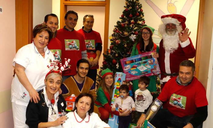 Il Vespa club raccoglie doni per i bimbi in pediatria