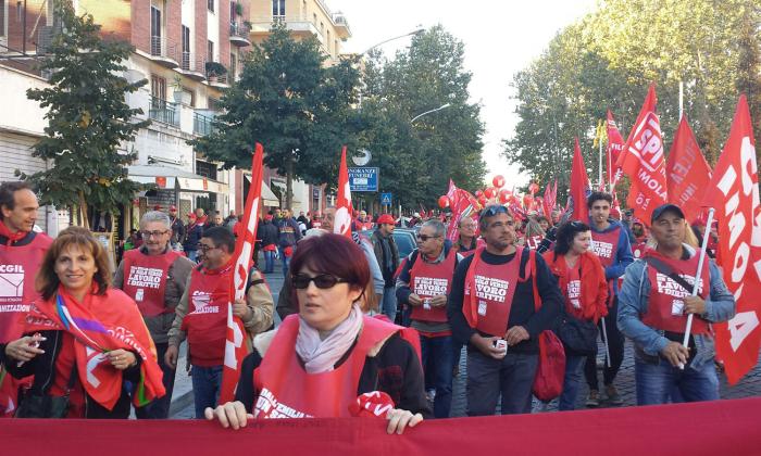 Lo sciopero generale non riempie piazza Matteotti