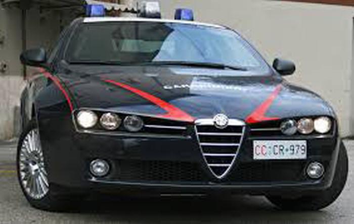 Si sente male in casa, la sorella chiama i carabinieri