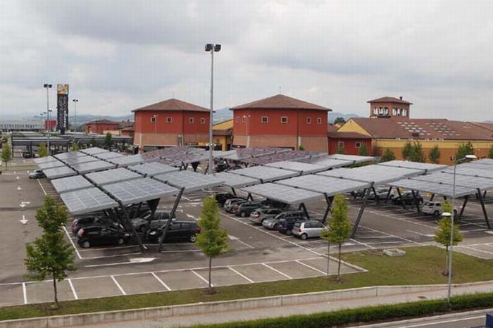 Inaugurato l'impianto fotovoltaico nel parcheggio dell'Outlet