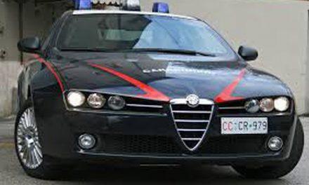 Talmente brilla da non reggersi in piedi, denunciata dai carabinieri