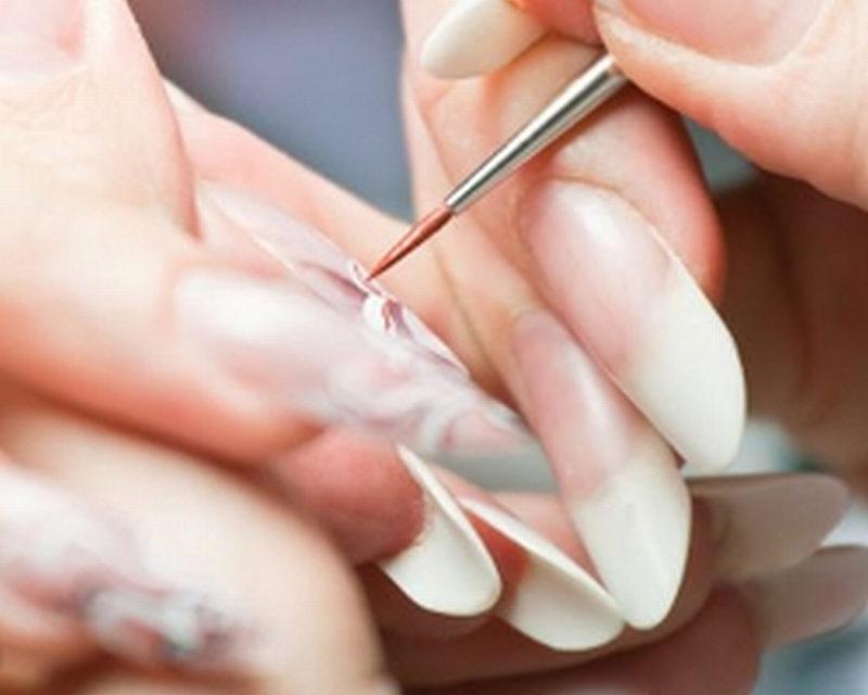 Combattere l'onicofagia mediante la ricostruzione delle unghie