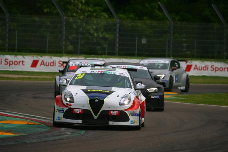 Aci Racing Weekend: ben 15 gare in tre giorni all'autodromo