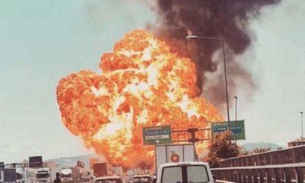 Esplode un tir in autostrada, un morto e 70 feriti a Bologna