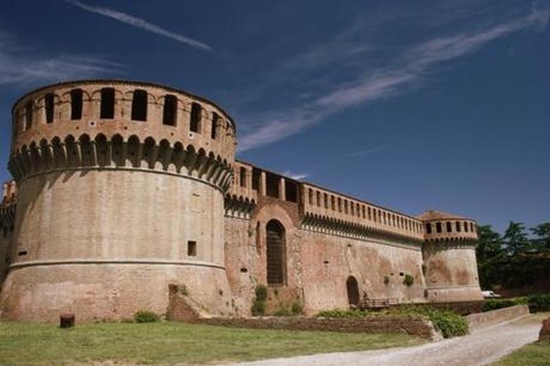 Aperti a Ferragosto Palazzo Tozzoni, Rocca e Museo di San Domenico