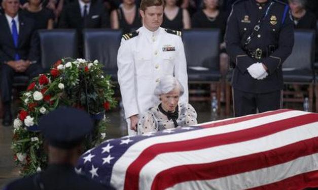 Le esequie di John McCain: la politica come l'abbiamo sognata e, qualche volta, vissuta