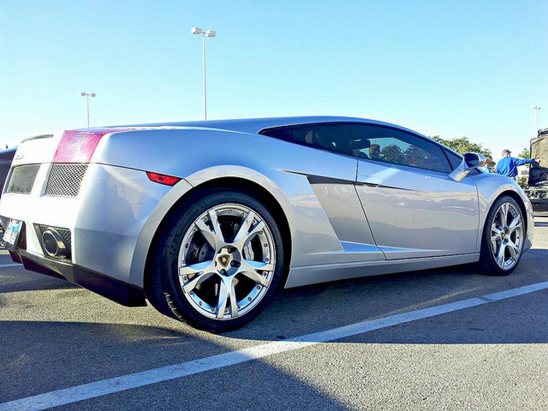 Contratto Lamborghini: meno soldi ma più tempo libero