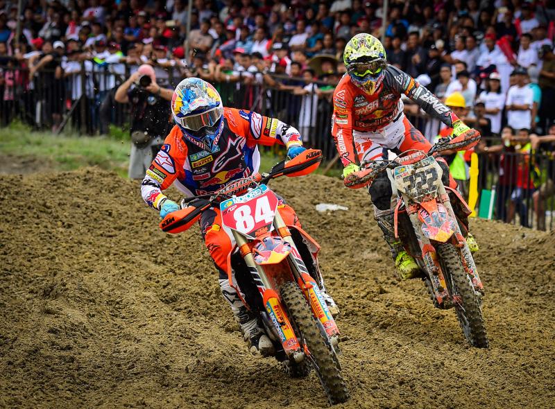Mondiale Motocross, venerdì 28 incontro con i campioni del passato e mostra moto