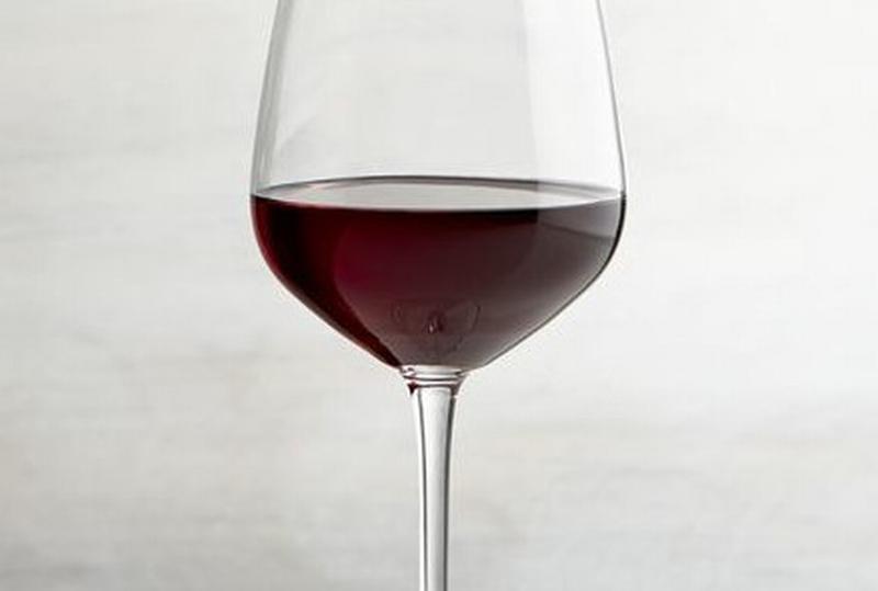 Ventimila ettolitri di vino sequestrati a una casa vinicola. Multa di 1,8 milioni