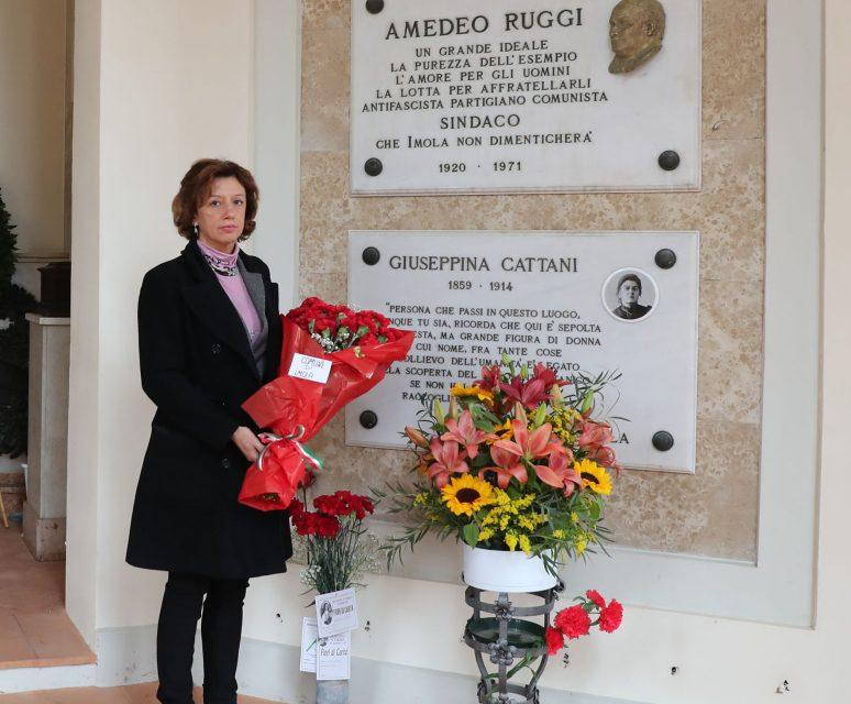 La sindaca Sangiorgi in visita alle tombe dei grandi imolesi del passato