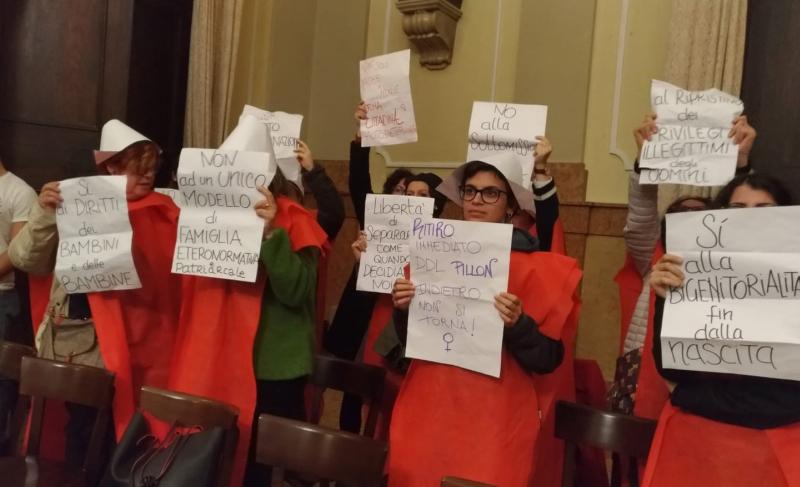 Voto non contrario al ddl Pillon in Consiglio, protestano le donne di Trama