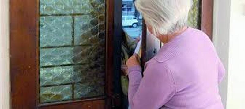 Truffa un'anziana spacciandosi per un volontario della Cgil
