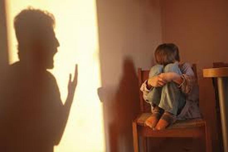 Maltratta bambini del Nord Africa, arresti domiciliari a maestra