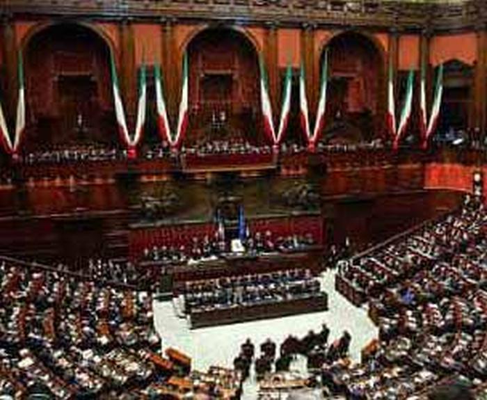 Una proposta di legge contro i privilegi della politica