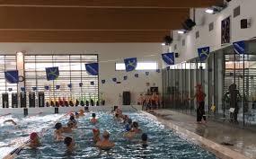 Volantinaggio di protesta alla piscina Ortignola, dura replica della gestione