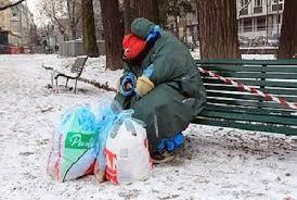 Al freddo senza fissa dimora aiutati da un'unità di strada