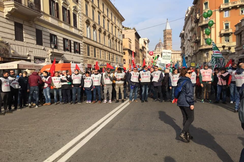 I lavoratori tornano in piazza
