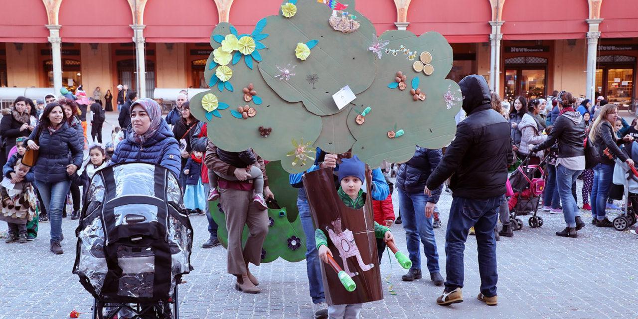"""Finale del Carnevale con i bambini in maschera: vince """"L'aereo senza meta"""""""