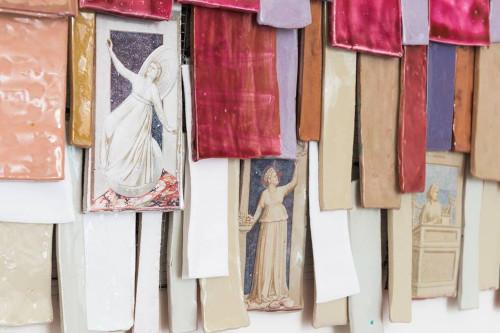"""Una nuova, """"surreale"""" mostra ceramica alla Galleria della Molinella"""