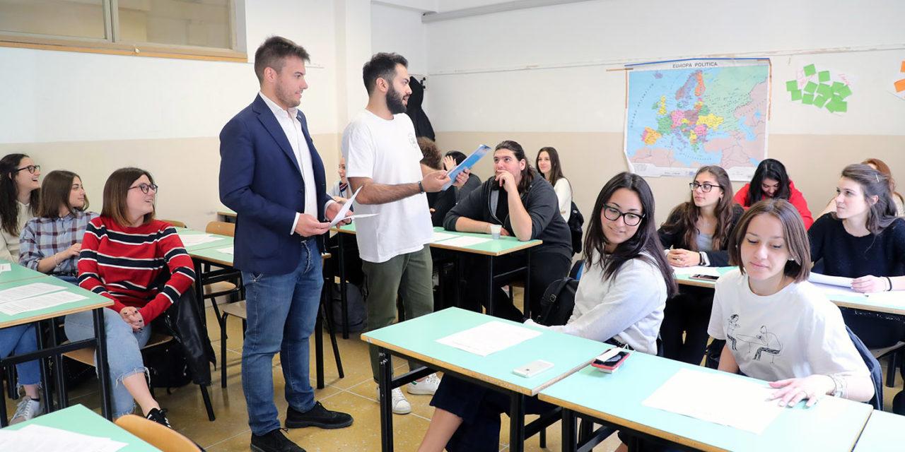 Gli studenti dei licei si confrontano con i temi della politica