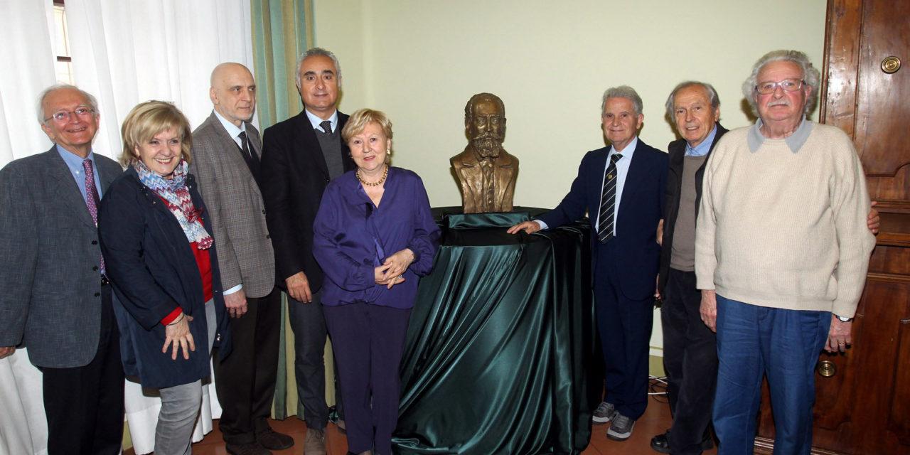 Un busto di Scarabelli in occasione del bicentenario dalla nascita