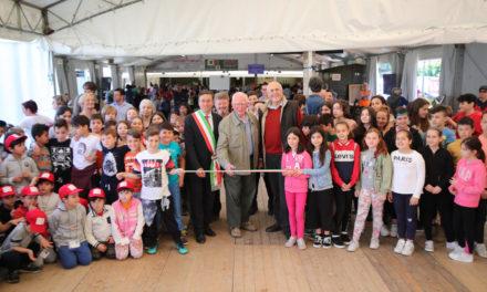 Inaugurata la Sagra dell'Agricoltura dal sindaco fra tanti alunni
