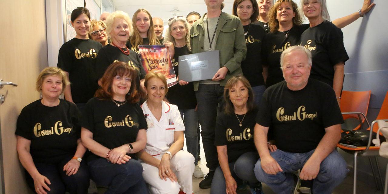 Gli artisti del Coro Casula Gospel donano un pc al Day Hospital Oncologico