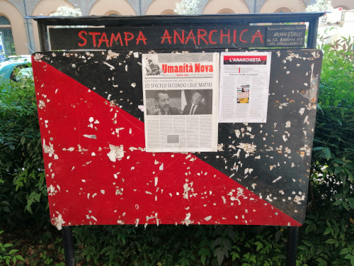 Ancora vandalizzata la bacheca degli anarchici imolesi