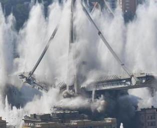 La polvere del ponte Morandi