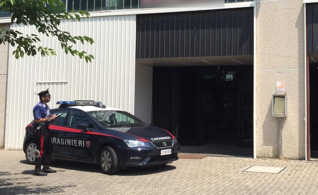 Tentano furto a rivenditore di generi alimentari, ma fuggono davanti ai carabinieri