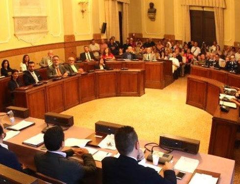 Ennesimo scontro in Consiglio comunale a Imola. Vota >>