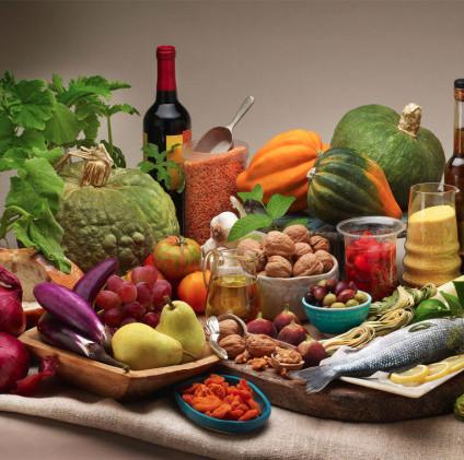 Cinque regimi alimentari svelati: vegetariani, vegani, fruttariani, crudisti, pescetariani