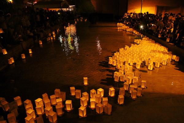 """""""Il Sole di Hiroshima"""": Bologna illuminata da 1000 lanterne galleggianti"""