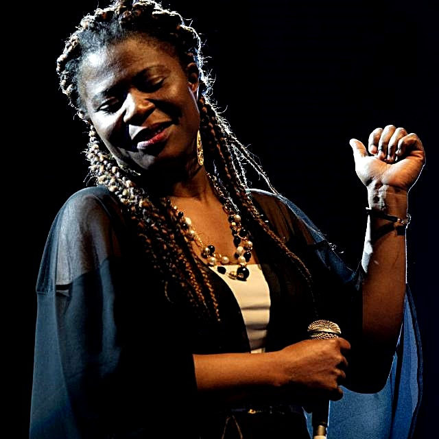 "Strade Blu a Brisighella, sul palco ""Mia Nkem Favour blues band"""